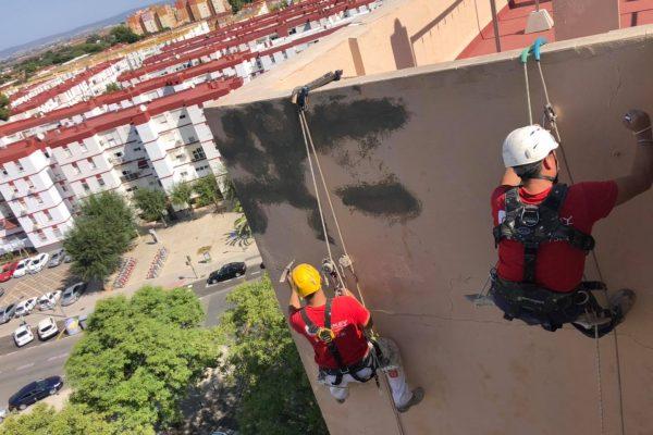 trabajos en altura rehabilitacion de edificio en Sevilla